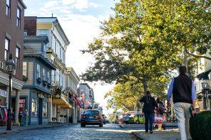 Thames Street: Newport, Rhode Island