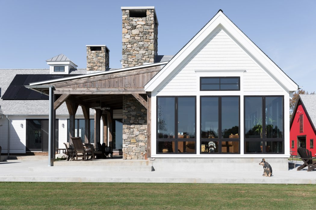 MODERN FARMHOUSE IN CONNECTICUT